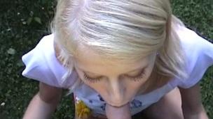sucking tenåring blonde hardcore blowjob