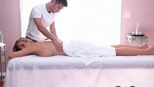 søt sexy babe barmfager massasje