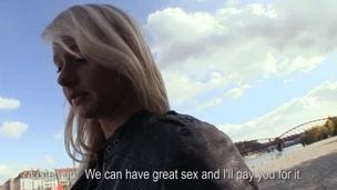 blonde vill blowjob ekkel vakker